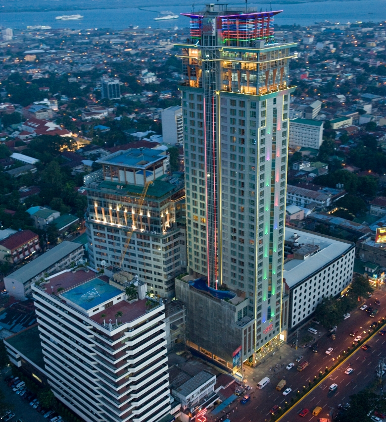 crown-regency-hotel-towers-fuente-osmena-facade.jpg