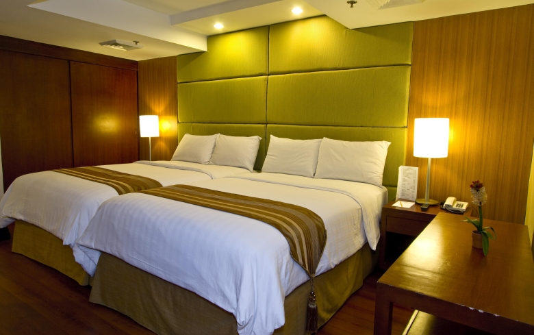 crown-regency-hotel-towers-fuente-osmena-room.jpg