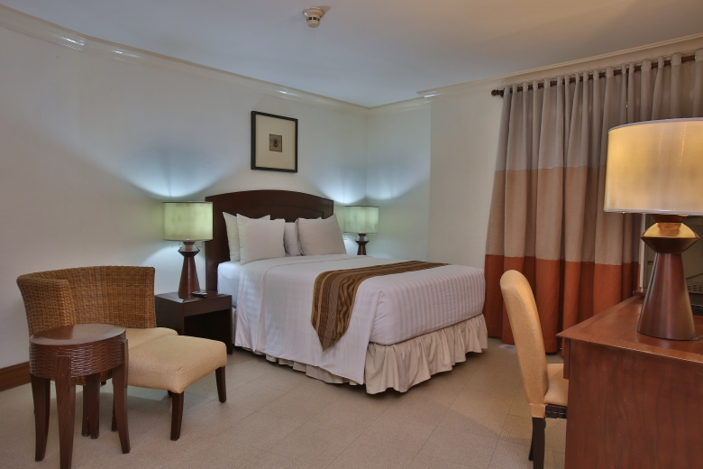 Crown Regency Suites & Residences Mactan room